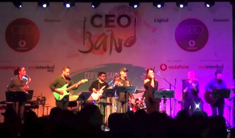 Evrim Aras CEO Band Sahnesinde