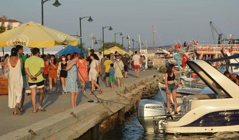 Tatilcilerin akınına uğradı: Oteller, pansiyonlar ve restoranlar % 100 doldu
