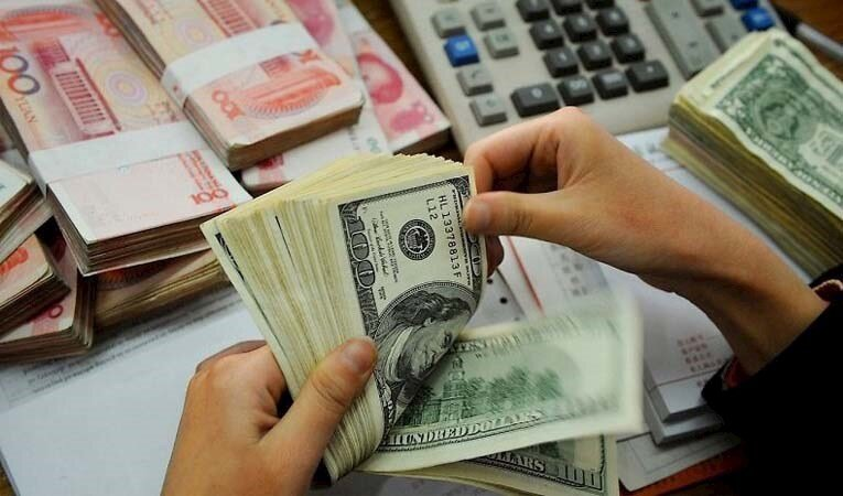 Yıl sonu dolar/TL beklentisi 8,09'dan 7,79'a geriledi