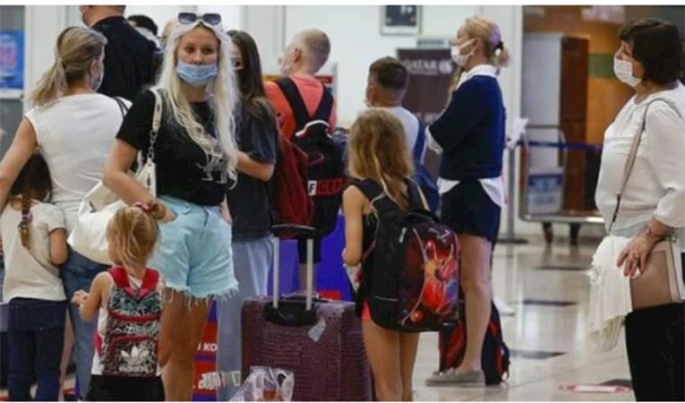 Rusya'dan ilk turist kafilesi Antalya'ya geldi