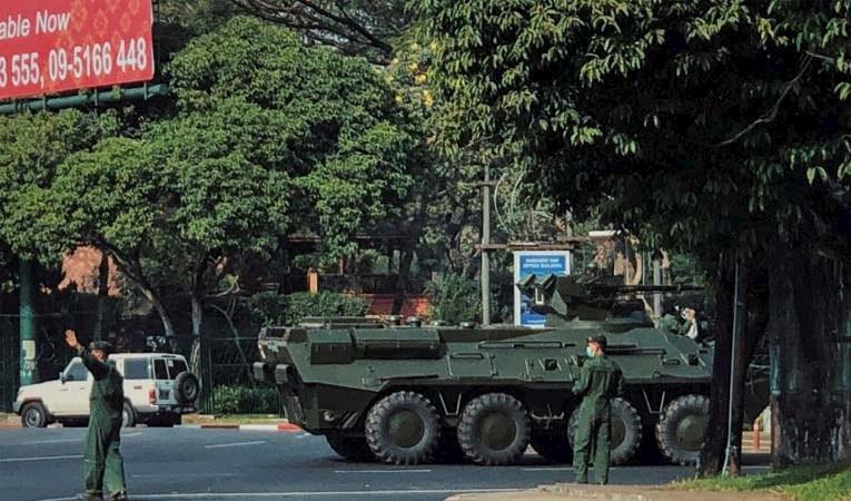 Myanmar'da ordu yönetime el koydu