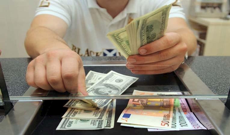Dolar/TL'de düşüş sürüyor, risk primi 283'e indi