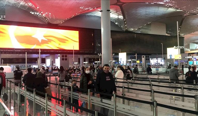 İstanbul'da Havalimanı ve otogarlarda 'tam kapanma' öncesi yoğunluk