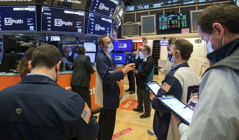 Küresel piyasalar negatif seyrederken, yurtiçinde Enflasyon Raporu bekleniyor