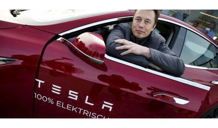 Tesla'nın Avrupa fabrikasında festival: Elon Musk ilk araba teslim tarihini açıkladı