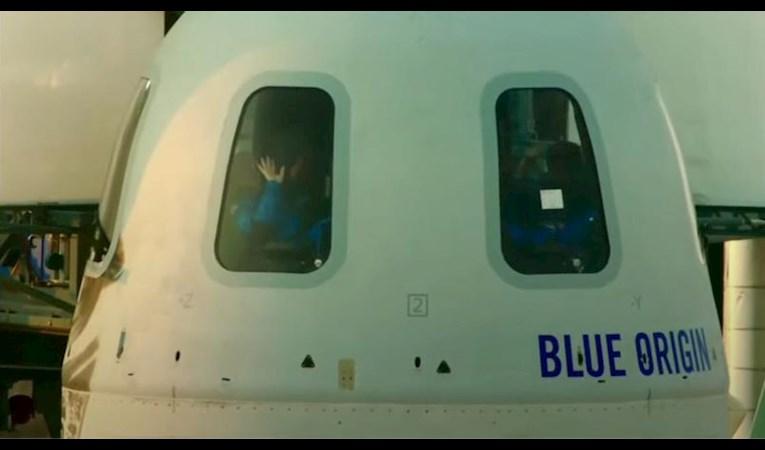 Jeff Bezos uzay yolculuğu yaptı: İşte uçuştaki ilkler