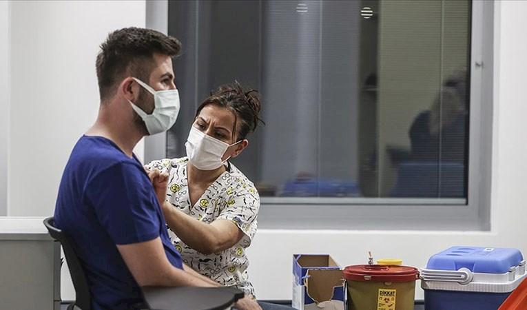 Türkiye'de iki doz aşı uygulanan kişi sayısı 15 milyonu aştı
