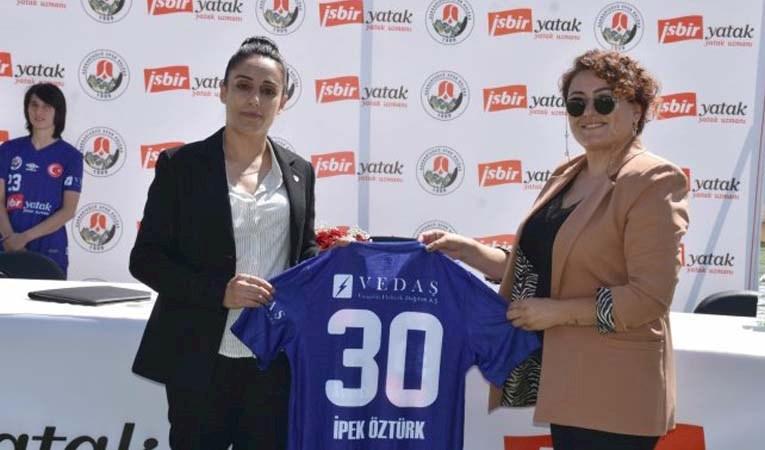 İşbir Yatak, Hakkarigücü Kadın Futbol Takımı'na sponsor oldu
