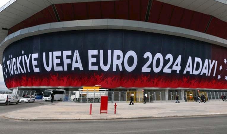 Avrupa'da 12 büyük futbol kulübü yeni lig kurdu