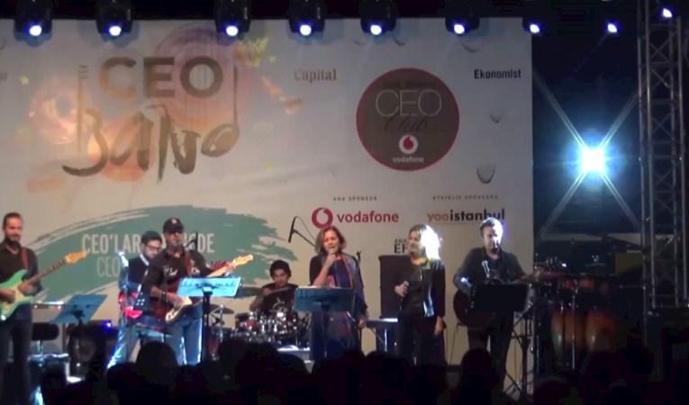 Gülsüm Azeri CEO Band Sahnesinde