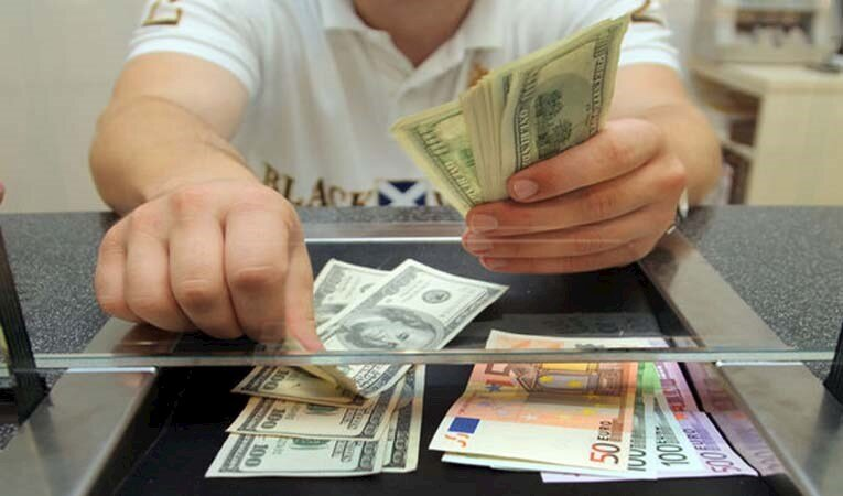 Dövizde hareketlilik: Euro 8,89, Dolar 7,49'un üstünü gördü