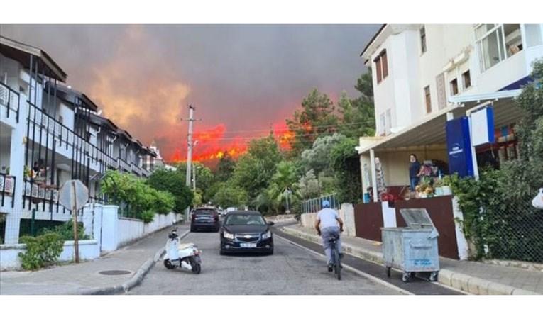 Marmaris hala yanıyor: 1 kişi hayatını kaybetti
